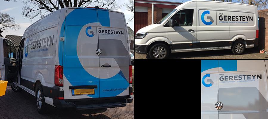 De Reclame van van Veldhuizen Reclame staat als een huis, zeker op deze bus van Geresteyn systeemplafonds en scheidingswanden.