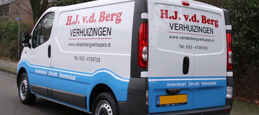 Authentieke belettering door Van Veldhuizen Reclame passend bij vd Berg Verhuisbedrijf!
