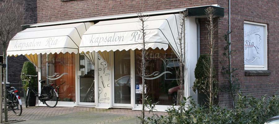 Een warm uiterlijk, dat past bij de warme kapsalon Ria. Door van Veldhuizen Reclame natuurlijk.