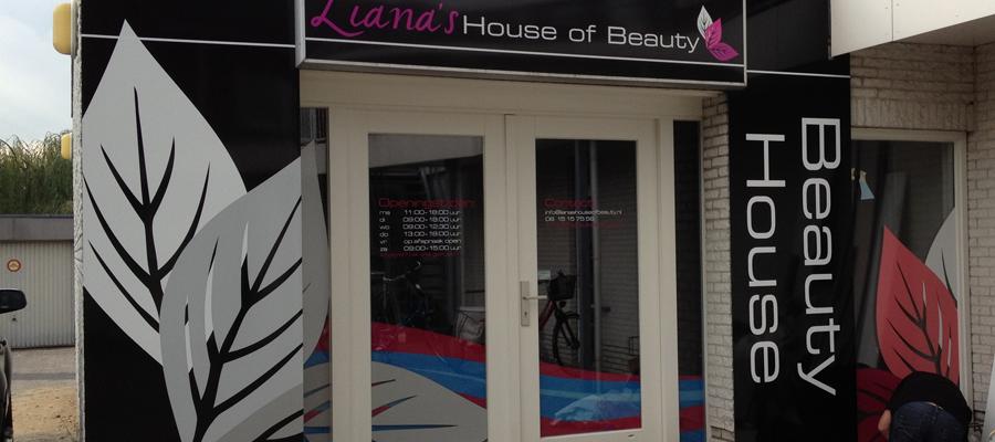Het pand is geheel in stijl door van Veldhuizen Reclame, het is een (Liana's house of) beauty geworden!