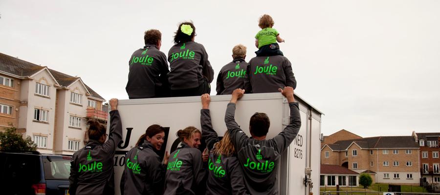 Broeken, T-shirts en zeiljassen voor het gehele team en kinderen door van Veldhuizen Reclame.