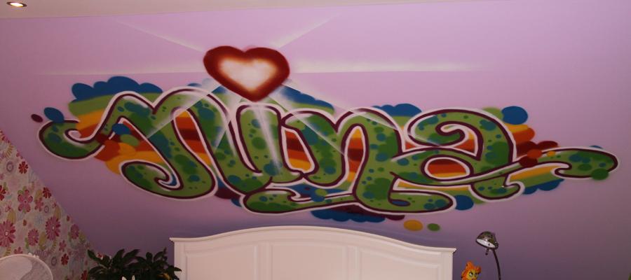 """Meisjes slaapkamer graffiti """"NINA""""."""
