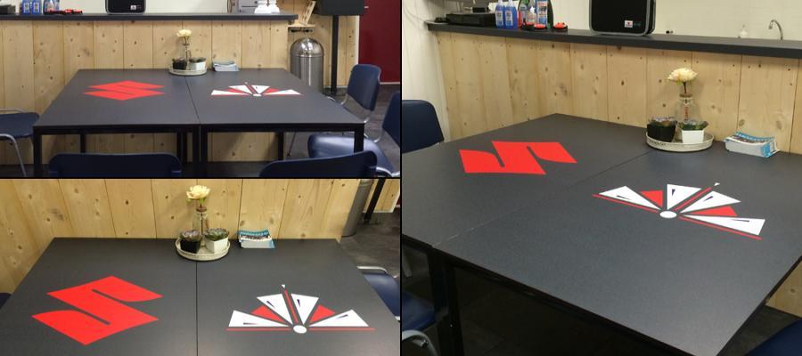 Naast de reclame uiting, zien deze tafels er weer als nieuw uit.