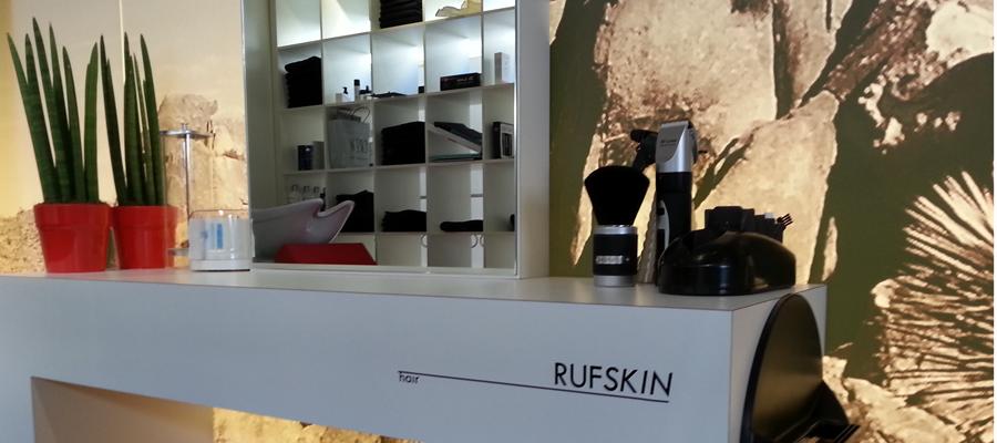 Gepersonaliseerde meubel belettering voor Rufskin denim en Rufskin hair.