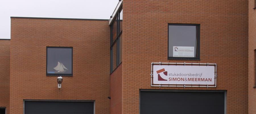 Banner op het bedrijfspand in Barneveld