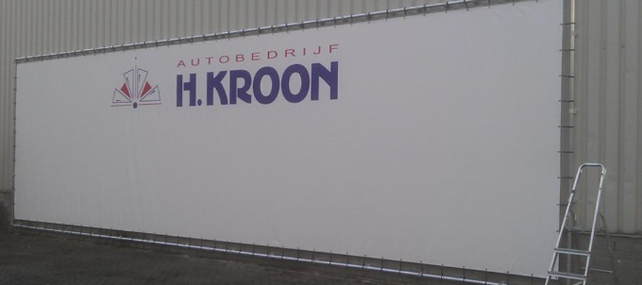 Een speciale (grote) fotowand achter het bedrijfspand.
